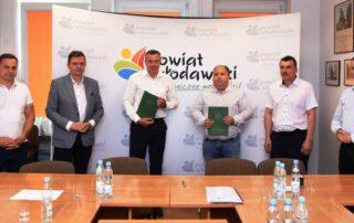 Podpisanie umowy na przebudowę drogi w Holeszowie